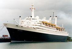 Rotterdam Last of the elegant Holland America Liners. Sailing Cruises, Yacht Cruises, Merchant Navy, Merchant Marine, Rotterdam, Ship Tracker, Holland America Line, Armada, Beautiful Ocean