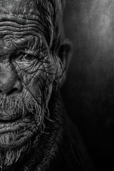 Check out this finest b and w portrait photography ideas Black And White Photography Portraits, Face Photography, Black And White Portraits, People Photography, Photography Ideas, Old Man Portrait, Foto Portrait, Portrait Art, Pencil Portrait Drawing