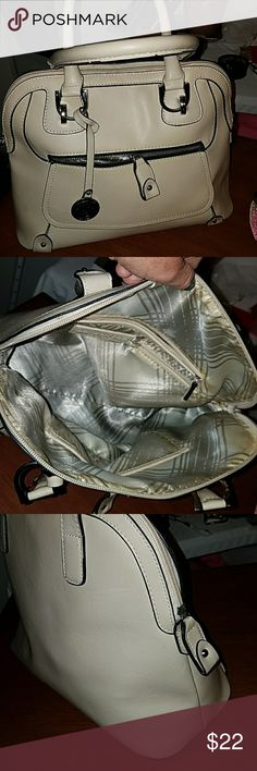 LONDON FOG BAG, 1ST POSHER OFFER  $14.00 ⭕ BUTTON ⭕ Gets discount OFFER. ⭕As titled, with front zippered section, pull tag excellent condition, includes makers hang tag,pictured,  Pictures ,but barely visible. In really great shape, ive not used it, but guess it was not used much b4,other than the interior signs. No corner wear on leather or cracks. Really nice bag.!! NICE SILVER ACCENTS. London Fog Bags Satchels