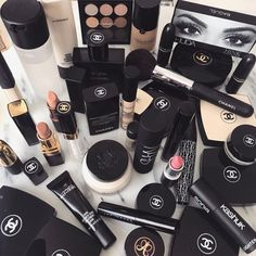 Find images and videos about beauty, makeup and nails on We Heart It - the app to get lost in what you love. Kiss Makeup, Makeup Art, Beauty Makeup, Hair Makeup, Chanel Makeup, Makeup Goals, Makeup Inspo, Makeup Tips, Makeup Products