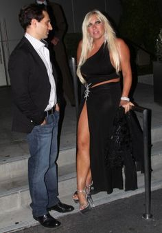stars who should dress their age...linda hogan
