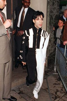 Post Ur Prince Photo's Part 4 Prince Rogers Nelson, Princes Fashion, Prince Images, The Artist Prince, Dearly Beloved, Roger Nelson, Purple Reign, Beautiful One, Photo Archive
