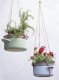 hanging garden decor Indoor Garden Ideas//these would fit nicely hanging from the wooden valance in front of the kitchen sink Hanging Planters, Hanging Baskets, Hanging Gardens, Hanging Pans, Hanging Shelves, Garden Planters, Hanging Plant Diy, Hanging Potted Plants, Recycled Planters