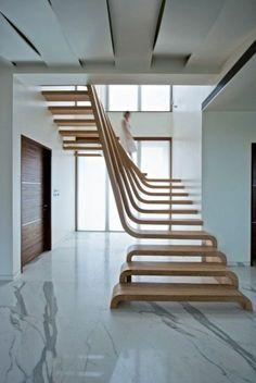 joli escalier tournant en bois pour le plus moderne couloir