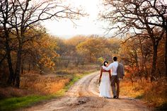 Perfect fall wedding photo! OMG I DIE! I'm gonna need this