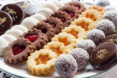 In a national tradition dating from the Century, Czech families and friends bake Christmas cookies each December. Eat Me Drink Me, Food And Drink, Crescent Recipes, Cooking Cookies, Italian Cookies, Christmas Sweets, Holiday Cookies, Doughnut, Food Inspiration