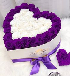 Hat Box Flowers, Flower Box Gift, Candy Flowers, Beautiful Bouquet Of Flowers, Flower Boxes, Beautiful Roses, Beautiful Flowers, Venus Roses, Rosen Box