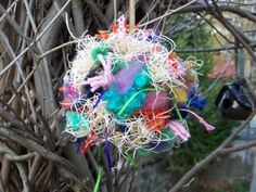 Nesting Ball for the Birds - Saw these are the farmers market, seem really easy to make.