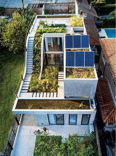 Eco-friendly house built around a vertical garden - . Eco-friendly house built around a vertical garden – … Eco-friendly house bu Green Architecture, Sustainable Architecture, Residential Architecture, Contemporary Architecture, Architecture Design, Landscape Architecture, Drawing Architecture, Victorian Architecture, Architecture Student
