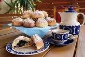 Jagodowe chmurki to idealny dodatek do kawy podczas długich rozmów