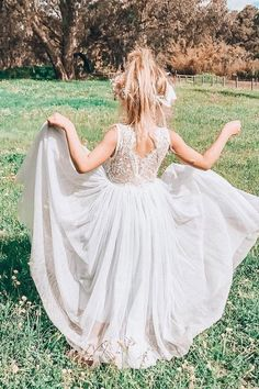 Must Have 24 Lace Flower Girl Dresses ★ Here you find delicate lace flower girl dresses: rustic, vintage, with sleeves, with bows and blue. Charming lace make girls beautiful look like a fairy. Vintage Flower Girls, Wedding Flower Girl Dresses, Lace Flower Girls, Lace Flowers, Flower Dresses, Flower Girl Beach Wedding, Bohemian Flower Girls, Girls Lace Dress, The Bride