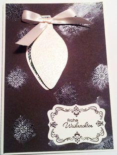 """Weihnachtskarte mit Ornament Keepsakes, schokobraun und Embossing-Pulver """"Weihnachtsduft"""". Außerdem der erste Versuch, die Glanzfarbe frostwhite zu verwenden."""