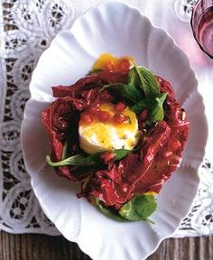 Rezept: Radicchio-Ziegenkäse-Salat mit Granatapfel - [LIVING AT HOME]