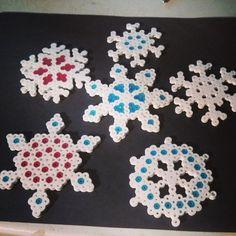 Snowflakes perler beads by ashs_crafty_corner