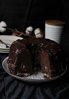 Schokoladen-Kakao Guglhupf mit Cheesecake-Swirl nach Zucker, Zimt und Liebe | Backtrinchen