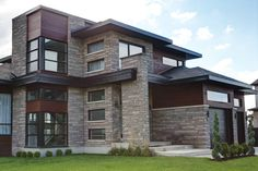 Arriscraft Shadow Stone® Steel Grey. This time, used with two stone sizes and black mortar for added drama.