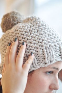 Cute hat pattern, but in french Knitting Patterns, Crochet Patterns, Knitting Ideas, Knit Crochet, Crochet Hats, Free Knitting, Knitting Projects, Knitted Hats, Creations