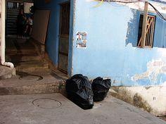 O projeto visa facilitar a coleta de lixo das favelas do Rio de Janeiro através de dutos que utilizam tanto a gravidade quanto o vácuo para ...