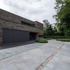 Cement Driveway, Modern Driveway, Exposed Aggregate Concrete, Concrete Driveways, Facade Architecture, Landscape Architecture, House Cladding, Concrete Interiors, Fire Pit Patio