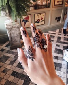50 Most Attractive Rose Mehndi designs to try - Wedandbeyond Henna Tattoo Designs Simple, Khafif Mehndi Design, Floral Henna Designs, Finger Henna Designs, Arabic Henna Designs, Stylish Mehndi Designs, Mehndi Designs For Fingers, Mehndi Design Photos, Bridal Henna Designs