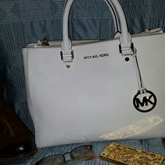 """Michael Kors Sutton Lrg Satchel Crisp white Michael Kors Lrg Sutton Satchel, """"OH the places you'll go! """" 2 lrg body length zipper pockets, a slip pocket for everyday of the week, Gold hardware on white to look classy and sheek, 4 gold 1/2"""" radius feet, Crossbody strap for when your hands are full, Perfect for a girls day or dinner and a show.  Dust Bag included Michael Kors Bags Satchels"""