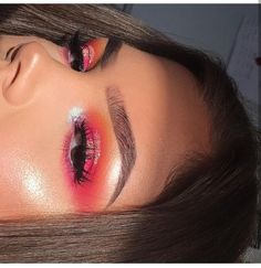 sunset eye look makeup talent mua glowy makeup look glowy skin red eyeshadow glitter eyeshador makeup inspo Glowy Makeup, Glowy Skin, Cute Makeup, Gorgeous Makeup, Pretty Makeup, Beauty Makeup, Eyeliner Makeup, Makeup Tips, Makeup Goals