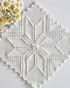 This pin was discovered by est – artofit Crochet Pillow Cases, Crochet Bedspread, Crochet Quilt, Crochet Cushions, Crochet Tablecloth, Crochet Squares, Filet Crochet, Baby Blanket Crochet, Crochet Motif