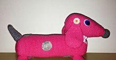 Tutorial gratis para un precioso perrrito salchicha amigurumi, listo para convertirse en la mascota favorita.