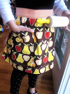 New apron for Bella by lululollylegs,  free pattern and tutorial