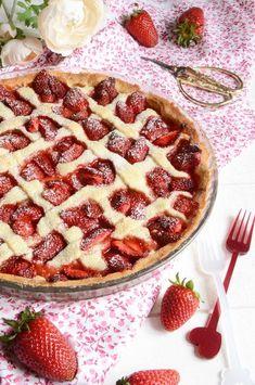 Délicieuse tarte rhubarbe fraises fait maison https://turbigo-gourmandises.fr/tarte-rhubarbe-fraises/