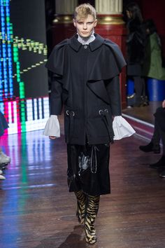 Kenzo Fall 2016 Ready-to-Wear Fashion Show - Alexandra Elizabeth (Elite)