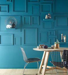 Peinture Murs et boiseries Vert empire Mat velours 1L - <b>Reliefs muraux</b><br/>Le mur devient un élément de déco fort de la pièce grâce à un accrochage irrégulier de cadres et d'étagères peints dans la même couleur que le mur. http://www.castorama.fr/store/pages/idees-decoration-facile-donner-du-cachet.html