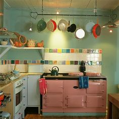 House of Turquoise: Eclectic Kitchen Eclectic Kitchen, Cute Kitchen, Shabby Chic Kitchen, Kitchen Interior, Vintage Kitchen, Kitchen Design, Kitchen Decor, Vintage Stove, Beautiful Kitchen