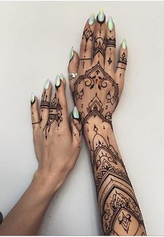 Henna tattoo ideen Her arm Abdominal Exercises Progression Because of tradition, abdominal exercises Henna Tattoos, Henna Tattoo Muster, Mehndi Tattoo, Henna Mehndi, Finger Tattoos, Hand Henna, Body Art Tattoos, Henna Tattoo Designs Arm, Henna Tattoo Wrist