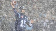 """Schlechte Sicht beim Spiel der Toronto Argonauts gegen die Calgary Stampeders im """"TD Place""""-Stadion in Ottawa (Kanada)."""