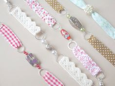 Tutoriel Bracelets Liberty (Bijoux) - - Newest Jewelry Models Bracelets Liberty, Ribbon Bracelets, Diy Bracelets Easy, Bracelet Crafts, Handmade Bracelets, Jewelry Crafts, Handmade Jewelry, Textile Jewelry, Fabric Jewelry