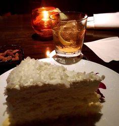 Monday cures #halekulani #lewerslounge #haupia #cake #dessert #honolulu #hawaii #jazz #オアフ #ホノルル #ハワイ #ハレクラニ #whiskey #rye #sazerac #bulleitbourbon #ジャズ #hotel #lounge #alcohol #monday #おいしかった #bourbon #cocktail #inspiredbysten #おつかれさま #ontherocks #orangezest #orange