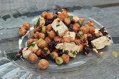 Kichererbsensalat mit getrockneten Tomaten und Feta, ein tolles Rezept aus der Kategorie Snacks und kleine Gerichte. Bewertungen: 226. Durchschnitt: Ø 4,5.
