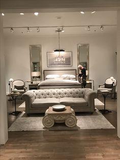26 Gorgeous Romantic Master Bedroom Ideas Home Alone Bedroom Layouts, Bedroom Styles, Bedroom Sets, Home Bedroom, Modern Bedroom, Bedroom Furniture, Bedroom Decor, Romantic Master Bedroom, Master Bedroom Design