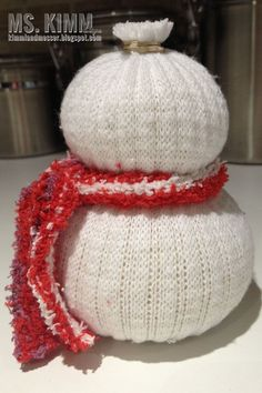 Add a hat. Sock Snowman Craft, Sock Crafts, Cute Snowman, Snowman Crafts, Holiday Crafts, Christmas Wresth, Christmas Booth, Christmas Projects, Pink Christmas Decorations