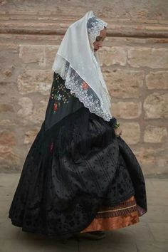Basquiña valenciana Gothic Gowns, Folk Clothing, Fantasy Dress, Folklore, 18th Century, Costumes, Skirts, Traditional, Clothes