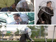 Esse guarda-chuva é algo diferente do que você já viu. Sem necessidade de segurá-la, fica bem mais prática. Falta descobrir se será possível enxergar algo quando os pingos tiverem o mesmo efeito que tem no pára-brisas.