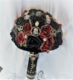 Victorian Gothic Wedding Flower Bouquet-Alternative Wedding-Skull Wedding-Day of the Dead-Renaissance Wedding-Fantasy Wedding-Game of Thrones This large and showy Bouquet will go with many different W Victorian Gothic Wedding, Renaissance Wedding, Steampunk Wedding, Victorian Steampunk, Gothic Wedding Ideas, Gothic Wedding Decorations, Gothic Wedding Dresses, Alternative Bouquet, Alternative Wedding