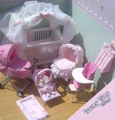 scale Miniature dolls house nursery set by Teeny Tiny Things Barbie Bebe, Baby Barbie, Barbie Dolls Diy, Barbie Toys, Barbie Stuff, Doll Toys, Barbie Miniatures, Dollhouse Miniatures, Diy Barbie Furniture