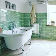 Cute #bathroom with those #greentiles, as seen via @ambientetile   #tiletuesday #instadecor #tiles #tiled #tiling #tilework #tile #interior #interiors #interiordesign #tileaddiction  #interiordesigner #interiorinspiration #idcdesigners #ihavethisthingwithtiles #ihavethisthingwithgreen #green #mintgreen #ihavethisthingwithwalls #instagreen #instabathroom #bathroomremodel