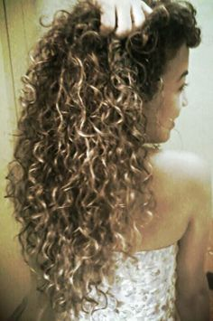 Cacheado on pinterest inverted bob bedroom wall and curly hair