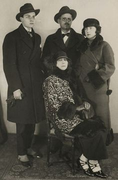 Giorgio, James y Lucia Joyce y su esposa y madre Nora Barnacle