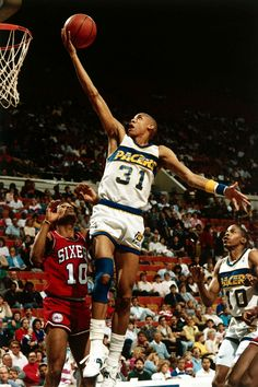 Reggie Miller and Mo Cheeks (Philadelphia Basketball Pictures, Basketball Legends, College Basketball, Indiana Basketball, Basketball Skills, Star Trek Posters, Reggie Miller, Kobe Bryant Nba, 1980s