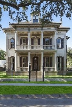 Old House Design, Sims House Design, New Orleans Architecture, Victorian Architecture, Classical Architecture, House Architecture, Huge Houses, Old Farm Houses, Victorian Interiors