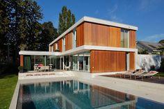 Private House. Wood and concrete. Swimming pool. Oleg Calame architecte. Photo © Luca Fascini